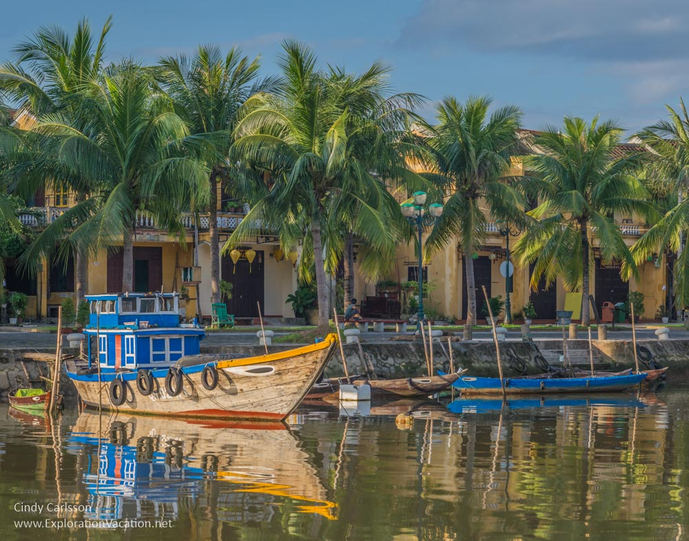 Along the river in Hoi An - www.PlayingWithPhotography.com
